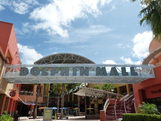 dolphin-mall-2