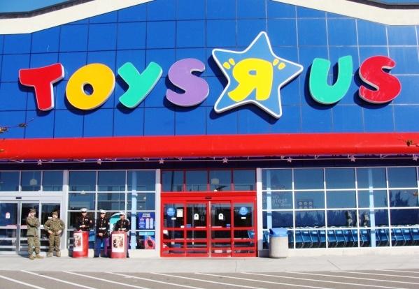 665da729b Você vai querer comprar tudo… É uma loja gigante de brinquedos. Todas as  novidades em brinquedos! Bonecas lindas